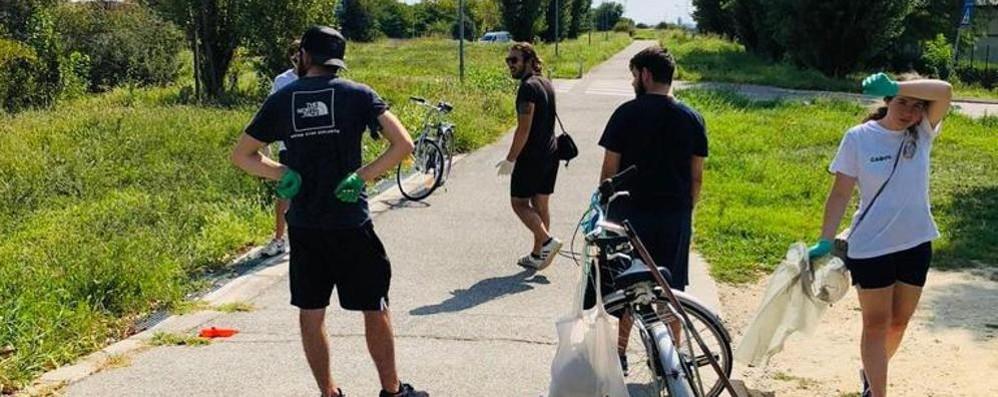 """LE BUONE NOTIZIE A Somaglia la """"meglio gioventù"""": insieme per ripulire il paese dai rifiuti"""