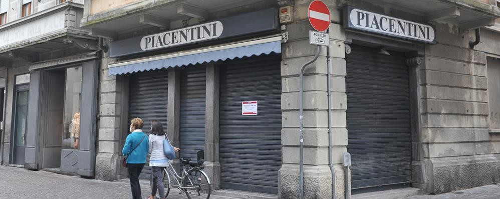 LODI Serrande abbassate e negozi in affitto, in centro a Lodi commercio in crisi