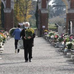 Nei cimiteri il ricordo dei nostri defunti