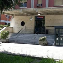 Chiude in casa la compagna e le vieta cellulare e social, a Carpiano arrestato un 28enne
