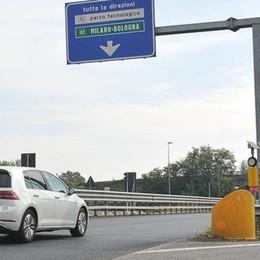 LODI Tangenziale senza segnaletica dove morirono 4 ragazzi in auto