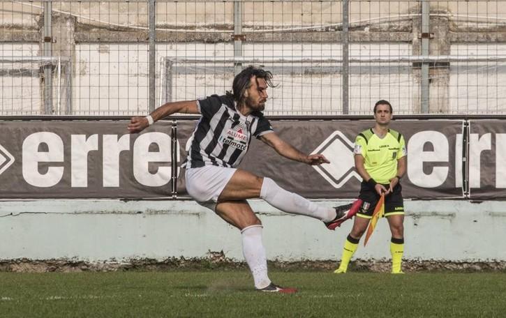 Calcio, dopo l'ennesimo rinvio Pascali sbotta: «Una farsa»