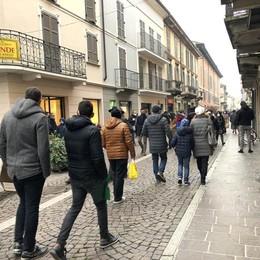 I negozi riaprono con un sorriso: «Teniamo vive le nostre città»