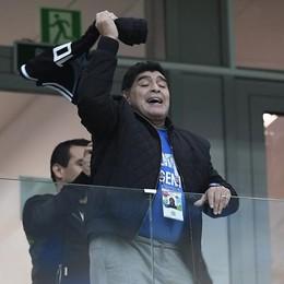 Il mondo del calcio e non solo piange Diego Maradona