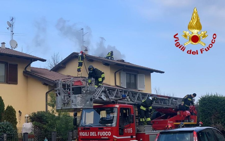 Tetto a fuoco a Villanova