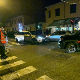 San Colombano, l'incidente in centro manda in tilt il traffico