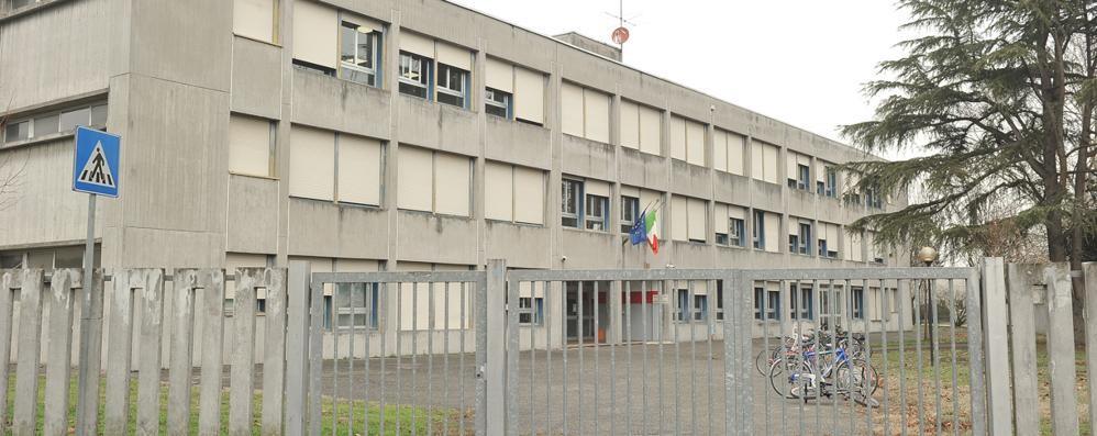 Caso mascherine a Lodi Vecchio: «Lividi ed escoriazioni»