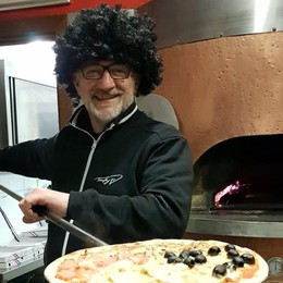Melegnano, omaggio a Maradona dal pizzaiolo-cantante