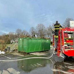 Allarme incendio in un cassonetto del verde a Somaglia