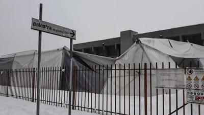Melegnano, crolla la tenda a scuola