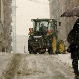Neve e ghiaccio, piani di emergenza per la viabilità e anche per i treni