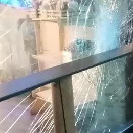 San Donato, negozi vandalizzati e rapine: i commercianti vogliono guardie private