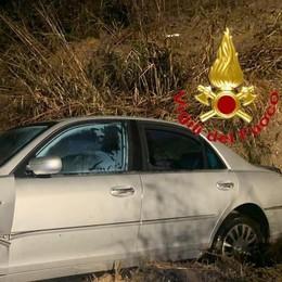 Un 54enne vola fuori strada in auto, era ubriaco