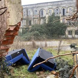 Una discarica a villa Redentore