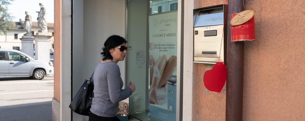 Cuori affissi in tutto il paese: così Brembio festeggia San Valentino