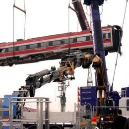 VIDEO - La rimozione dei vagoni del Frecciarossa
