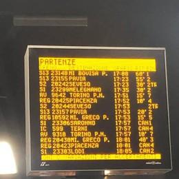 Treni, nemmeno uno è in orario