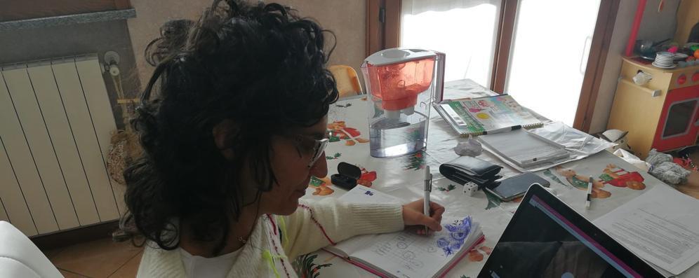 La maestra di Brembio che organizza lezioni on line per i suoi studenti VIDEO