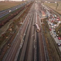 Treno ad alta velocità deraglia nella notte a Ospedaletto, due morti e decine di feriti VIDEO