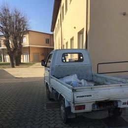 Casaletto: «Il pasto arriva a scuola con l'apecar dei rifiuti»