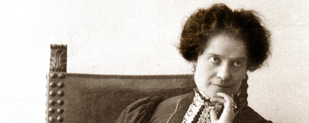 È la giornata della poesia, Ada Negri diventa social