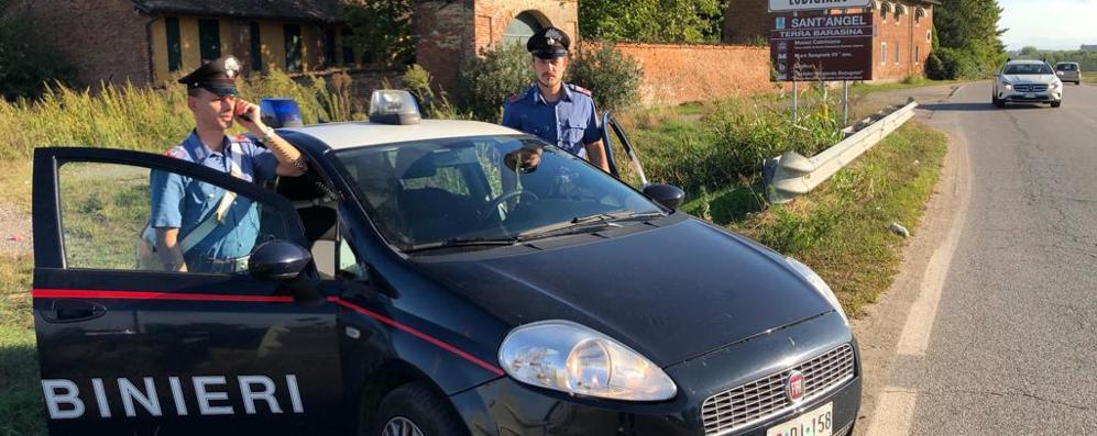 Mano incastrata nell'impastatrice, soccorso dai carabinieri