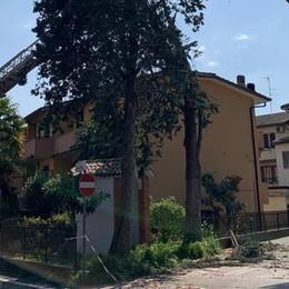 Trombe d'aria, la conta dei danni: il cavalcavia di viale Europa perde i pezzi
