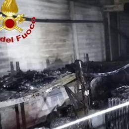 Mulazzano, a fuoco di notte il capannone di una ditta edile - GUARDA IL VIDEO