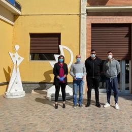 Davide Jamai torna a Castiglione dopo 30 anni e dona 1.500 mascherine