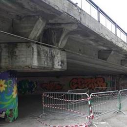 Lodi, il cavalcavia di viale Europa perde altri pezzi
