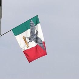 Segnalata ai carabinieri una bandiera fascista