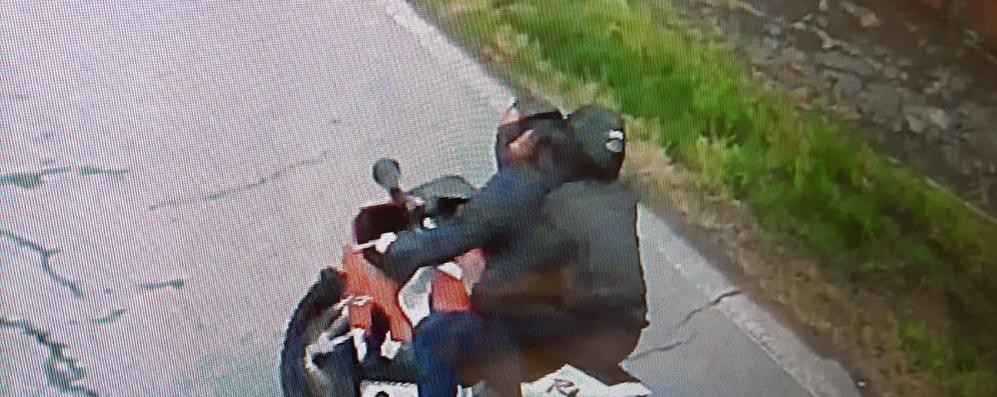 A spasso in moto ma non ha più la patente a causa di un omicidio stradale: 7mila euro di multa