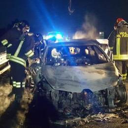 San Zenone: auto a fuoco in A1. Lodi: incendio in via Cavallotti