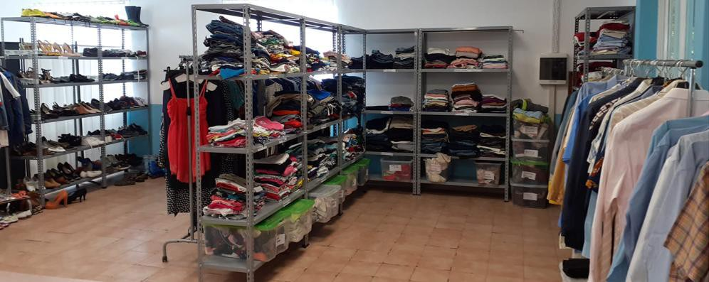 San Giuliano, un maxi guardaroba di abiti usati destinato alle famiglie in difficoltà