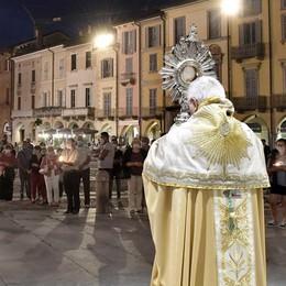 La benedizione del vescovo su Lodi