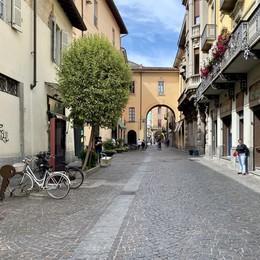 Corso Umberto, il degrado a due passi dal Broletto