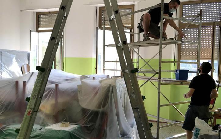 CORTE PALASIO Un'estate a scuola per circa 25 volontari, partiti i lavori per rimettere a nuovo gli edifici GUARDA IL VIDEO