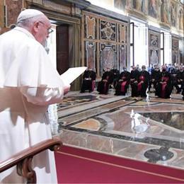 L'abbraccio del Papa al Lodigiano ferito dal virus
