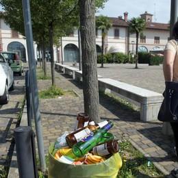 Comazzo, piazza ostaggio dei giovanissimi