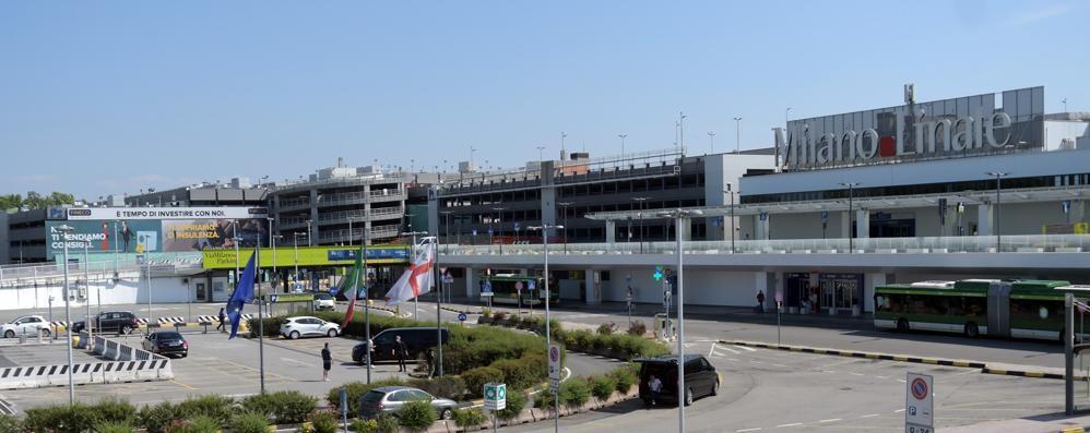 L'aeroporto di Linate resta chiuso e la crisi si abbatte sui ...
