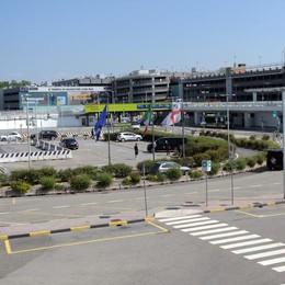 L'aeroporto di Linate resta chiuso e la crisi si abbatte sui lavoratori
