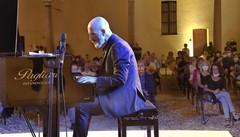 """Musica """"al sole"""": le stelle, un pianoforte e il tutto esaurito per la """"prima"""""""