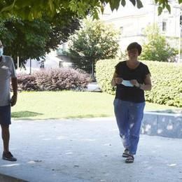 Lodi, vetri rotti ai Giardini Barbarossa:  «Così i bambini sono in pericolo»