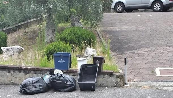 San Colombano, il calendario della raccolta dei rifiuti non passa il test