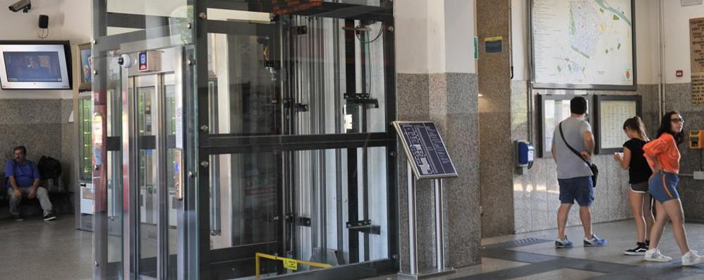Lodi, ascensore ko in stazione:  soccorsi difficili per un malore