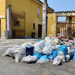 LODI Cumuli di rifiuti alla Martinetta: degrado e cattivi odori in strada