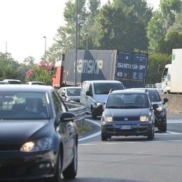"""LODI Il traffico scorre e con meno rischi, subito """"promossa"""" la nuova rotonda"""
