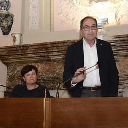 Lodi, le opposizioni chiedono le dimissioni di Cerri: «Non è imparziale»