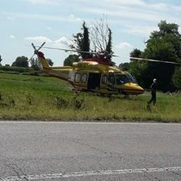 Montanaso, arriva l'elicottero per recuperare un ciclista ferito