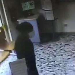 Rapinatore solitario preso per una bandana - VIDEO